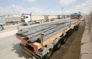 حديد البناء يدخل غزة من جديد